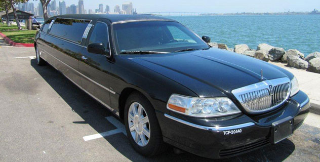 Lincoln Town Limousine | Aall In Limo & Party Bus